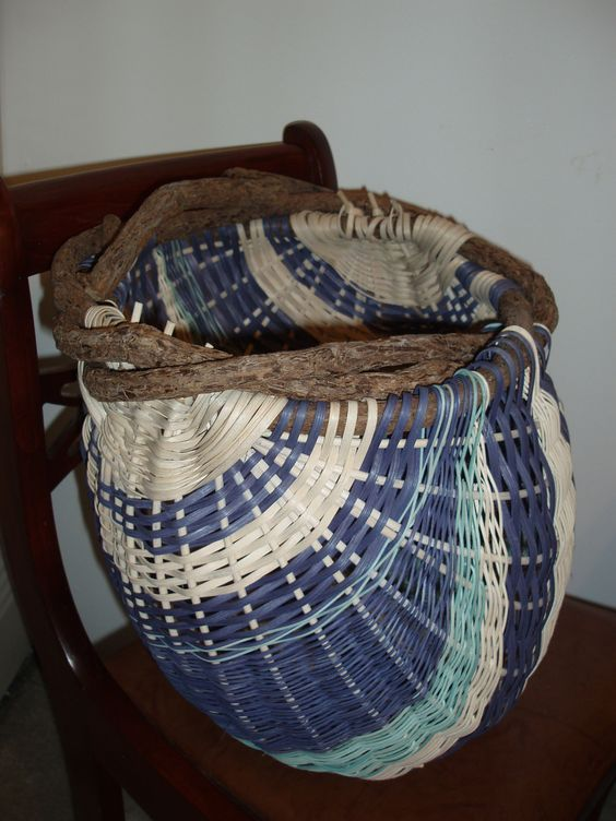 Basket Weaving Round Reed : Potato basket made with vine handle as well flat and