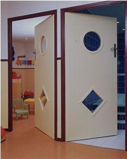 porte anti pince doigts sur pivots photos de portes kid install es dans des cr ches coles et. Black Bedroom Furniture Sets. Home Design Ideas