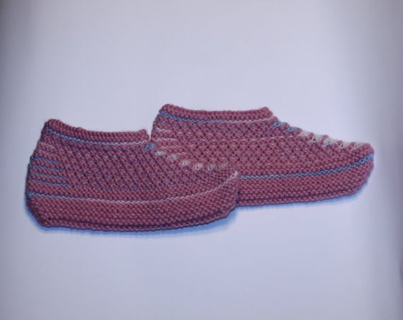 Hand knitted wool slippers. Hand knit by StrawberryHandicraft