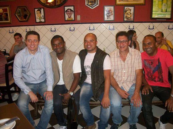 ♥ Sambistas do Grupo JUVENTUDE S/A confraternizam com amigos em Noite Paulistana ♥  http://paulabarrozo.blogspot.com.br/2014/12/sambistas-do-grupo-juventude-sa.html