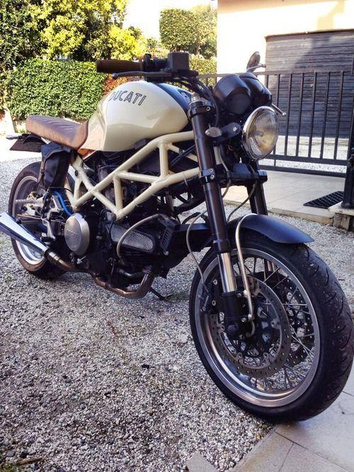 Ducati Monster retro custom by Simone de Ranieri from Pisa Italy