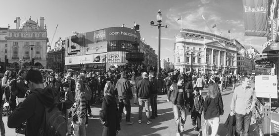 Busy afternoon at Piccadilly