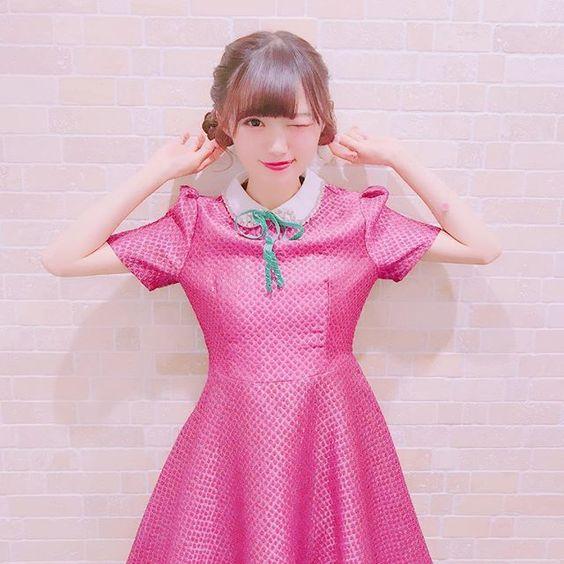 濃いピンクの服を着た中井りか
