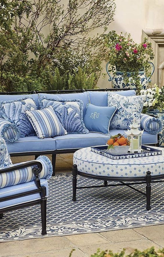 Simple Patio Rug Ideas To Make Your Chilling Spot Becomes Cozier Blue Patio Furniture Blue Patio Patio Furnishings