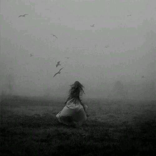 """""""Vecnosti"""" - Ivana Panic Tvoja ruka me je obavila, a meni se vreme zaustavilo. Milioni delića slike usporeno su se sklapali predamnom dok tvoja ruka nije bila oko mojih ramena. Osetila sam se kao da me niko nikada pre toga nije zagrlio. Te dve sekunde pretvorile su se u večnu uspomenu, snimile su se u bespovratno i sada dodajem taj snimak ovom mozaiku savršenstava koji pažljivo sklapam ceo život. Želela sam da me grliš malo jače i malo duže, jer me je uznemirio osećaj prolaznosti svakog…"""