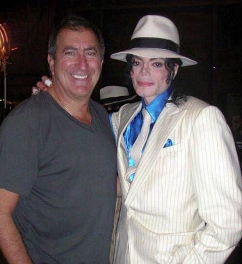 Michael Jackson and Kenny Ortega behind the scenes of This Is It
