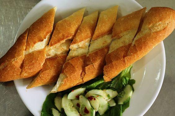 Bánh mì là món ăn phụ chính kèm theo với cà ri