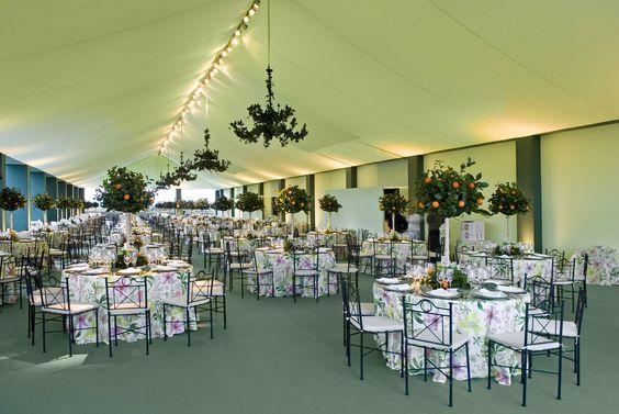 Decoración de boda con motivos cítricos: mesas y lámparas de www.NaranjasKing.com