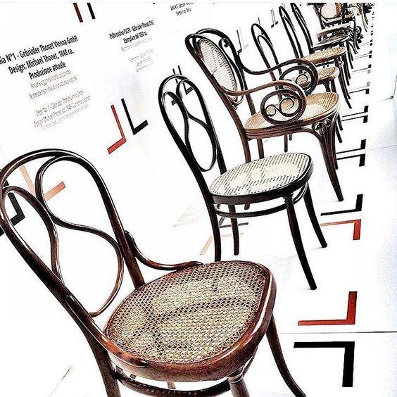 A classica e eterna Thonet também em Milão!  #inspiração #getinspired #dicasbiapupo #dicasdedecoracao #isaloni2016 #milao #thonet #cadeiras #ideiasdedecoração #loveit by biapupomc