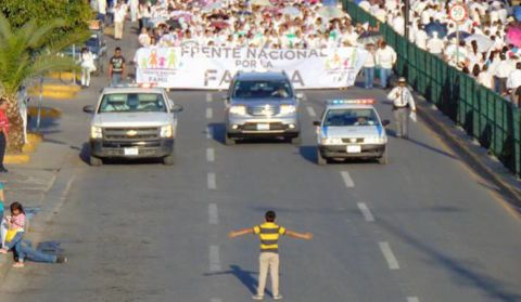 Ce Mexicain de 12 ans a essayé d'arrêter tout seul une manif contre le mariage homo