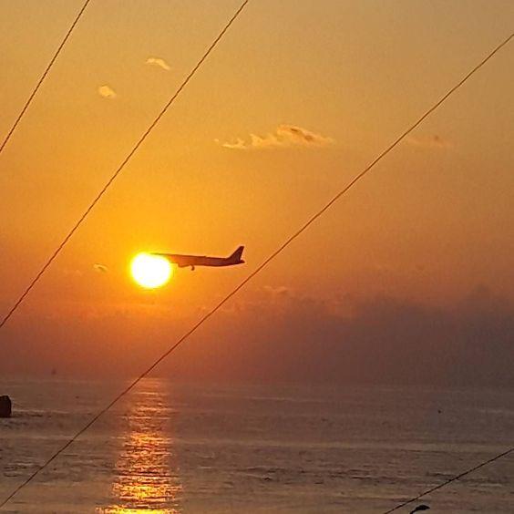 #sunrise #landing #maldivesislands #raalhugandu #morningcolors by shahy_shahikko