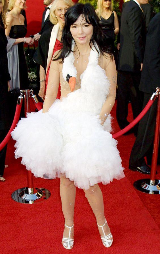 Spectacular pop culture win/red carpet fail. Björk at the 2001 Academy Awards.