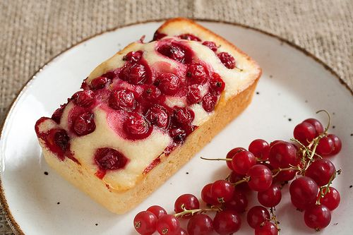 Red Currant Yogurt Cake by Isabelle @ Crumb, via Flickr -substituting vanilla yogurt and coconut oil (kokosfett)