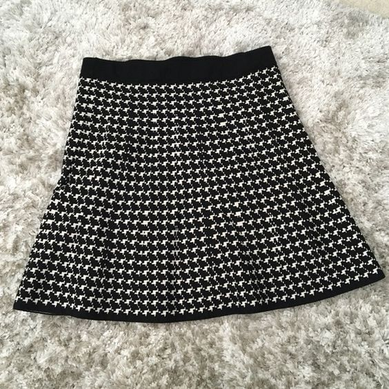 Houndstooth skirt Beautiful houndstooth pattern skater style skirt.   Worn once and in excellent condition! Max Studio Skirts Circle & Skater