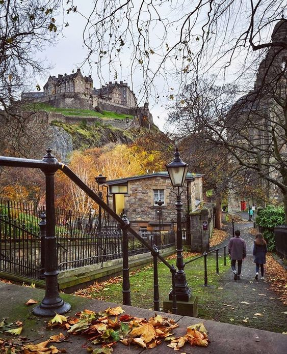#edinburgh #castle #scotland #walk #city #autumn