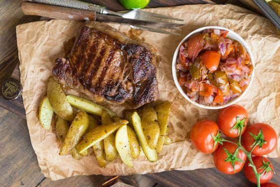 Стейк с лаймовым маринадом и запечёнными томатами | Не имеет значения, будете ли вы готовить всё это дома на кухне или в лесу, рецептура и технология будут одинаковыми, а вкус потрясёт воображение!!!