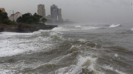 Sandy podría fusionarse con un frente invernal y causar más daños en EE.UU.
