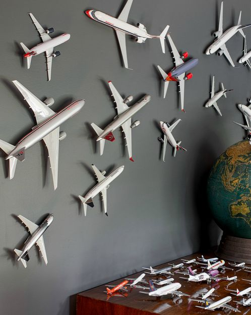 Airplanes boy rooms and planes on pinterest for Airplane bedroom ideas