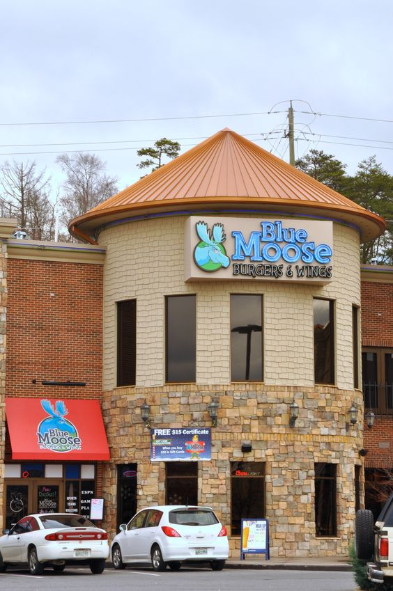 Blue moose in pigeon forge burgers and wings pigeon for Moose creek cabins pigeon forge tn