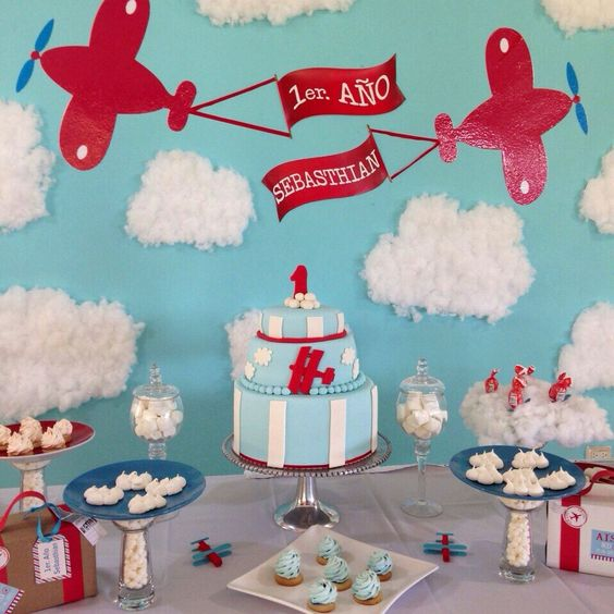 1er. Cumpleaños Baby Sebasthian / tematica aviones / aeroplano / airplane theme birthday / dessert table / mesa de dulces / treats table / handmade / equipaje / luggage / cake / pastel / cookies / galletitas / clouds / nubes