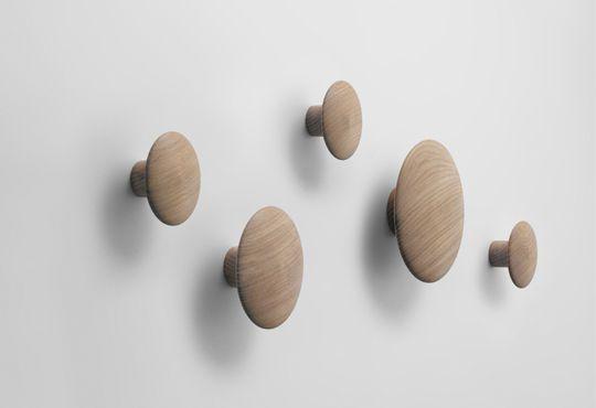 perchero de pared moderno de madera para uso residencial thedots by tveit