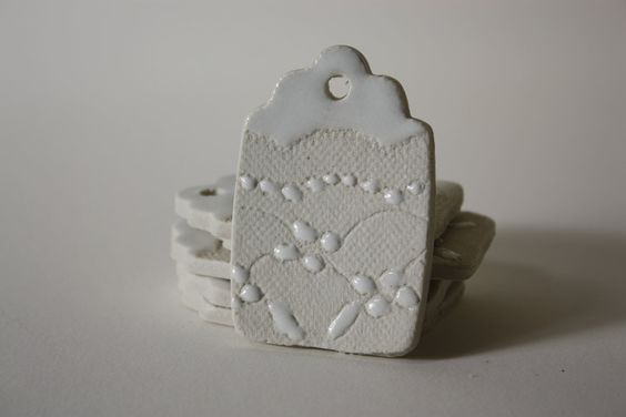 eyelet lace imprinted porcelain gift tags in winter white