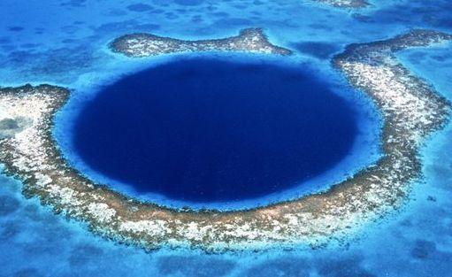 Great Blue Hole, Lubang terindah di Bumi http://beritapagiindonesia.blogspot.com/2014/06/great-blue-hole-lubang-terindah-di-bumi.html