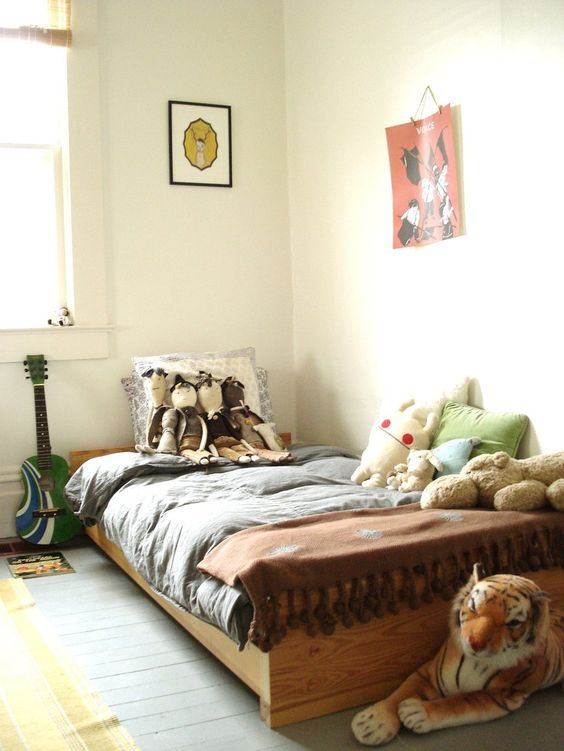 Fabulous kid's room - and that tiger is awesome.