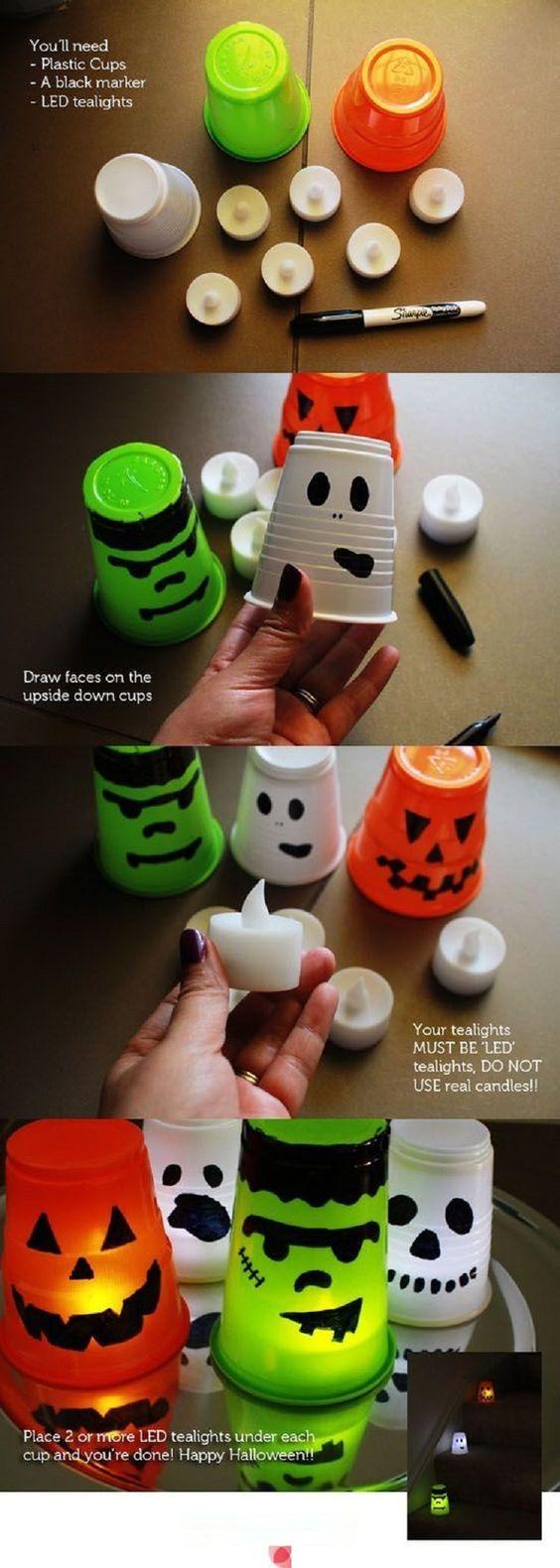Figuras de miedo para Halloween. Realizadas con vasos de plástico, pintadas con rotuladores permanentes y con una bombilla LED para que luzca con la luz apagada.