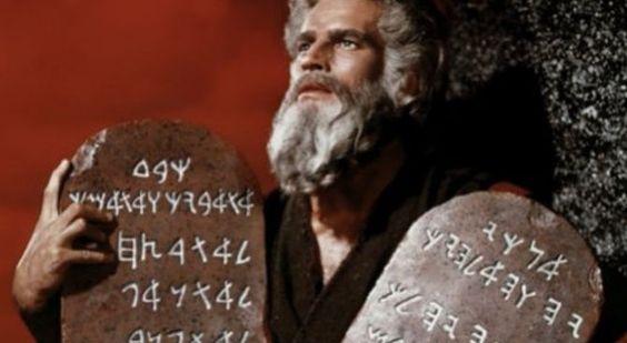 In questo articolo vediamo l'interpretazione originale dei dieci comandamenti…