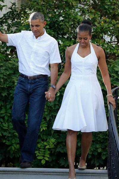 Le 4 juillet, Michelle Obama, main dans la main avec son époux Barack Obama, recevait les familles de militaires pour célébrer le jour de l'Indépendance, ...