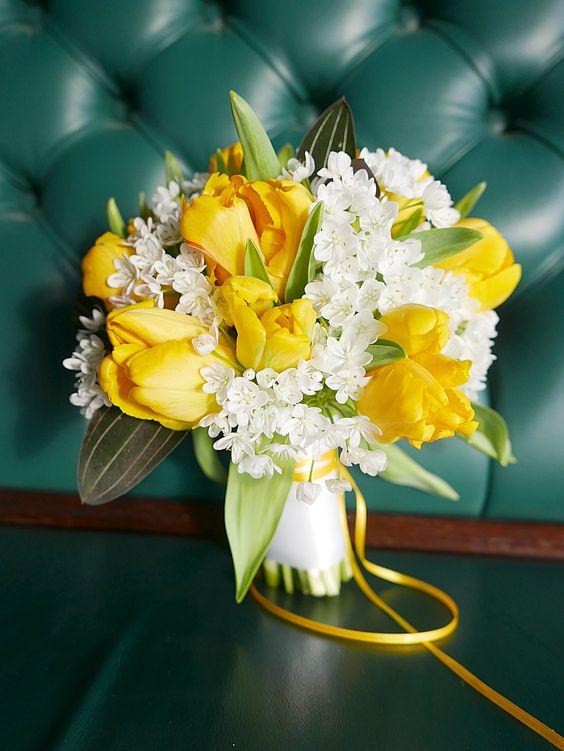 Brautstrauß weiß, gelb mit Tulpen http://www.ostseebluete.de/