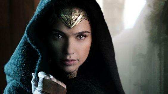 DC möchte sein Comic-Universum auf der Leinwand anders als Marvel gestalten. Darum prügelt sich Batman beispielsweise durch den Suicide Squad-Film.