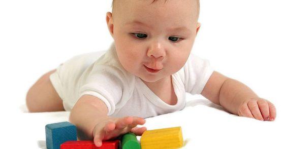 Mách mẹ 5 món đồ chơi hữu ích cho trẻ dưới 1 tuổi
