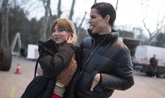 Ester Expósito y Jedet en el rodaje de 'Veneno'. INMA FLORES