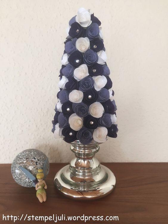 Den Baum können Sie mit verschiedenen Blumen dekorieren