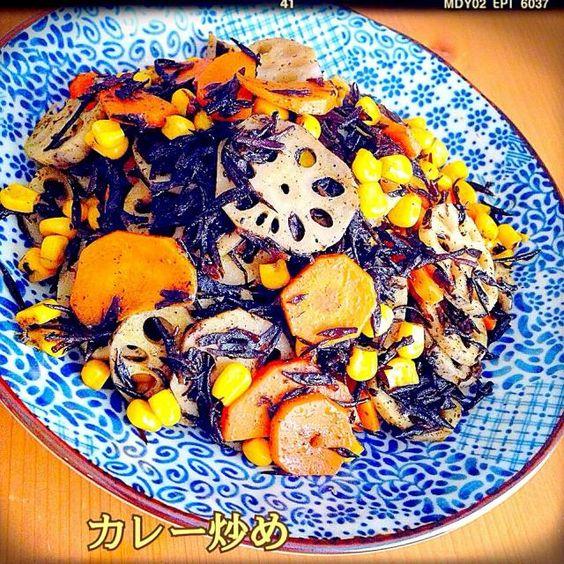 いっこ〜昨日の夜作ったよー♪ 初めて食べる感じ〜めっちゃ美味しかったよ 娘も好きで、人一倍食べてたー笑 お野菜とひじき、栄養もあるし、お弁当にも入れられるね! ステキなレシピをありがとう✨ - 127件のもぐもぐ - プーティちゃんの蓮根・人参・コーン・ひじき のカレー炒め♪ by Tomoko Ito