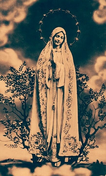 A vintage devotional image of Our Lady of Fatima.