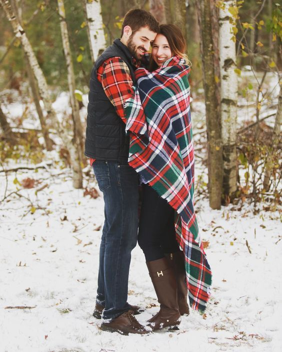 31 Very Merry Christmas Photo Ideas For Couples Todaywedate Com Christmas P Christmas Couple Pictures Christmas Couple Photos Couple Christmas Card