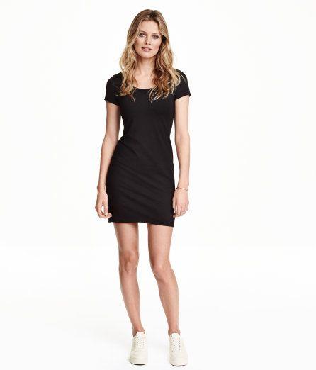 Sieh's dir an! Kurzes, figurbetontes Jerseykleid aus Baumwollmischung. Modell mit etwas tieferem Ausschnitt und kurzem Arm. – Unter hm.com gibt's noch viel mehr.