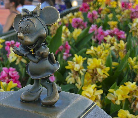 Todos os tamanhos | Magic Kingdom - Minnie's Hub Statue | Flickr – Compartilhamento de fotos!