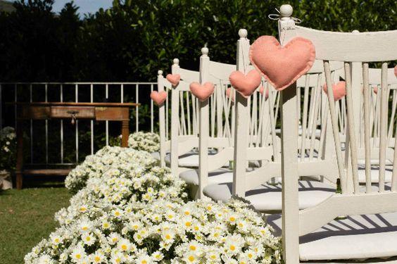 Corações de feltro nas cadeiras!: