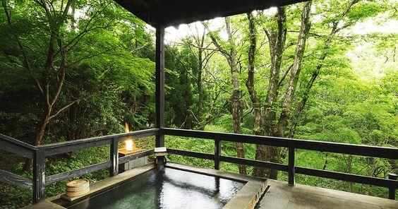 「界」は星野リゾートが全国に展開する温泉旅館。現代に合うくつろぎを追求した和の空間、地域や季節にこだわったおもてなし、きめ細やかなサービスで旅を演出します。