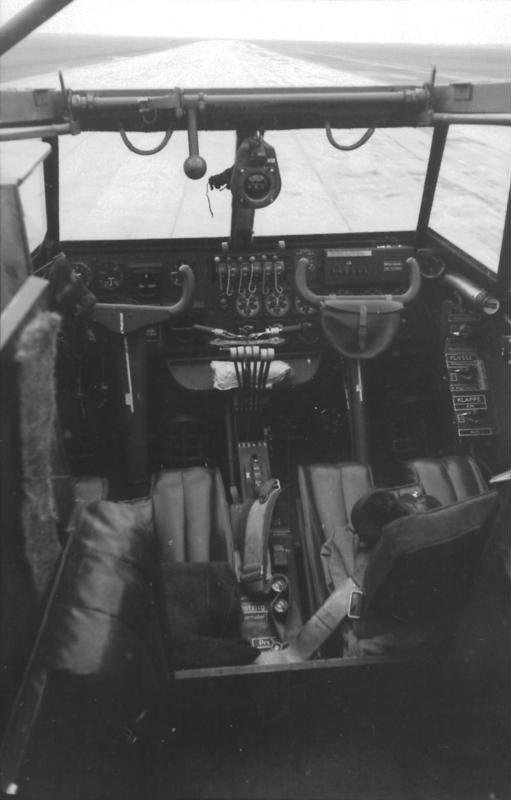 Bundesarchiv Bild 101I-668-7197-27, Reichsgebiet, Flugzeug Me 323 Gigant, Cockpit - Messerschmitt Me 323 - Wikipedia, the free encyclopedia
