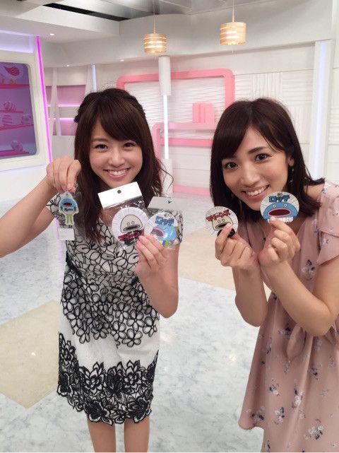内田敦子可愛いグッズを持ってポージング