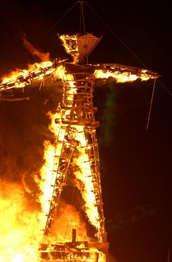 burning man art | burning man ist intensiv und laut man wird ueberschuettet mit