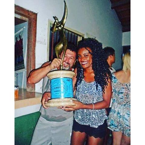 Moço me ajuda a levantar o troféu Nação Guarani muito amor❤ #Repin @macostaaaa