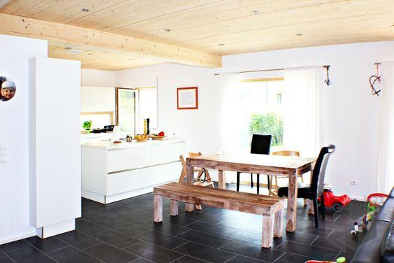 Homestory 256 von Lehner Haus | Einrichtung, Interior, Wohnideen, Fertighaus, Hausvergleich, Esszimmer, Holztisch  Auswahl von Fertighäusern auf: www.fertighaus.de