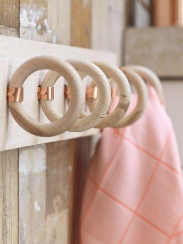 Ƹ̴Ӂ̴Ʒ L'idée déco du samedi : Un porte-torchons avec des anneaux de tringles à rideaux Ƹ̴Ӂ̴Ʒ : Floriane Lemarié