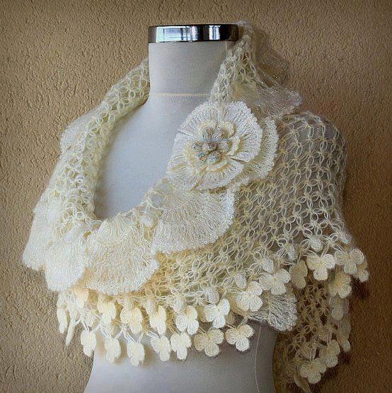 De la Web: Punto salomón y bordes decorados con flores a crochet, luce muy lindo.